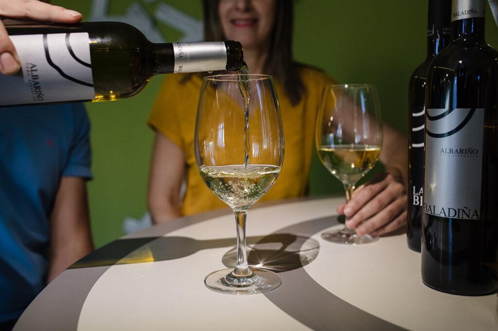 copa de vino blanco albarino rias baixas lagarbesada