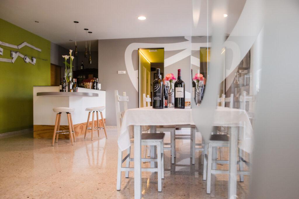 Zona de cata de vinos en Lagar de Besada
